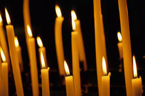 Candles burning in the Auch Cathedral von Sami Sarkis Photography
