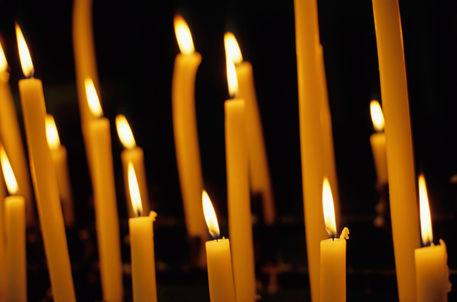 Rf-auch-burning-candles-hope-roman-catholic-fra300