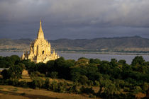 Rf-buddhism-dawn-myanmar-pagoda-river-shrines-mon003