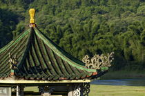 Typical Chinese pavilion on the banks of the River Li at sunset von Sami Sarkis Photography