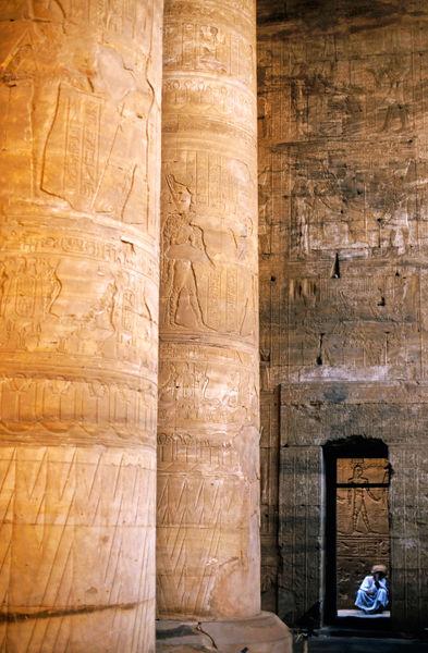 Rm-egyptian-hieroglyphs-man-temple-egy148