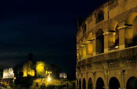 Rm-ancient-arches-colosseum-landmark-rome-ruin-it189