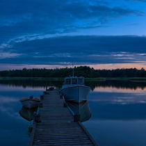 Jetty on a summer's night in the Archipelago of Stockholm, Sweden von kbhsphoto
