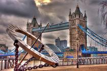sundial and tower bridge von deanmessengerphotography