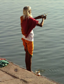 Making Puja Varanasi by serenityphotography