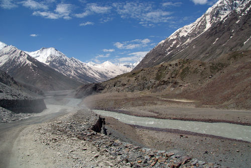 Dusty-road-in-lahaul-valley-02