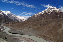 The Chandra River in the Lahaul Valley von serenityphotography