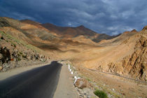 Descending from Khardung La von serenityphotography