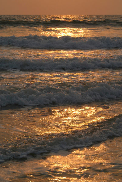 Waves-rolling-in-at-sunset-benaulim