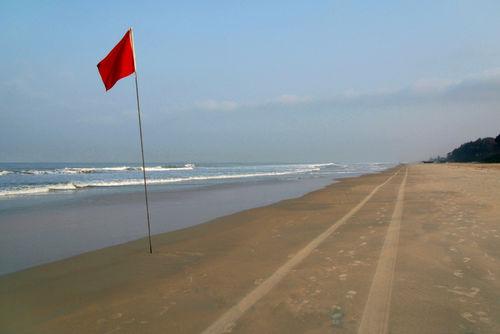 Long-straight-beach-at-benaulim