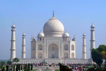 Visitors-at-the-taj-mahal-03