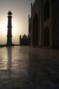 Taj Mahal in the Morning Light by serenityphotography
