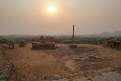 Ruins-on-hemakuta-hill-near-sunset-03