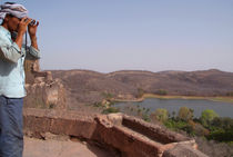 Looking out from Ranthambore Fort von serenityphotography