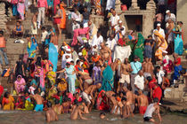 Sunday-bathing-at-dasaswamedh-ghat-04