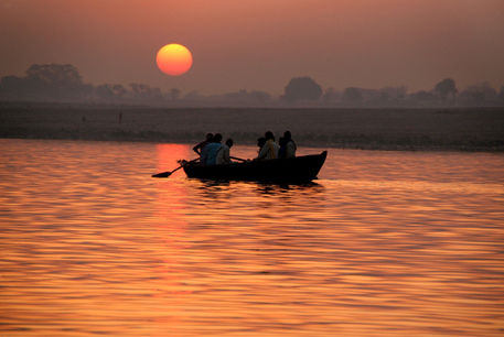Sunrise-on-the-ganges-08