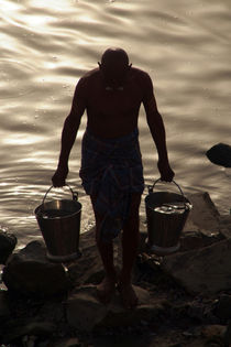 Collecting Water from the Ganges von serenityphotography