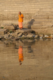 Reflection of a Saddhu von serenityphotography