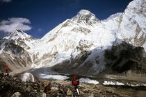 Nepal - Khumbu Himal, Forscher am Everest  Khumbu Gletscher by Karel Plechac