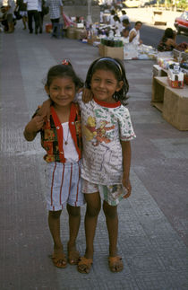 LITTLE SISTERS Leon Nicaragua von John Mitchell
