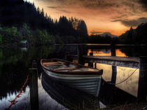 Golden Sunset over Loch Ard von Amanda Finan