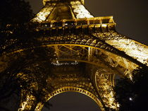 Base of Eiffel Tower von alina8