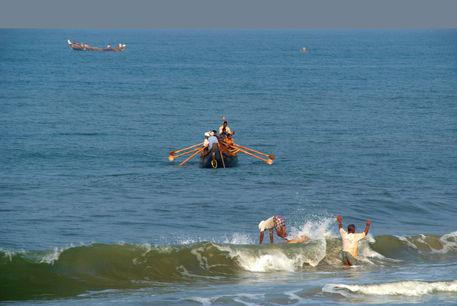 Fishermen-off-black-beach-varkala