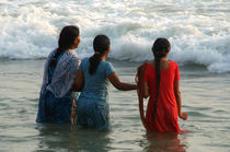 Indian Women in the Sea at Varkala von serenityphotography