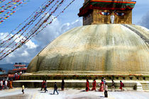 Circumambulating-the-stupa-boudha-04