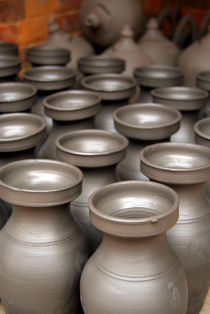 Pots Drying in Bhakatpur von serenityphotography