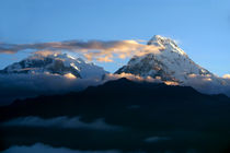 Mountains at Sunrise Poon Hill von serenityphotography