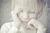 unhappy child by alice-insomnia