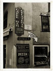 Street corner, Novigrad, Croatia von Brian Grady