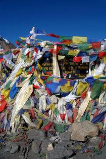Prayer-flags-top-of-thorung-la