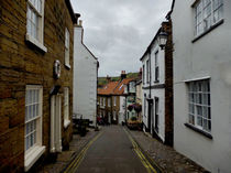 Robin Hood's Bay | Street von Sarah Couzens