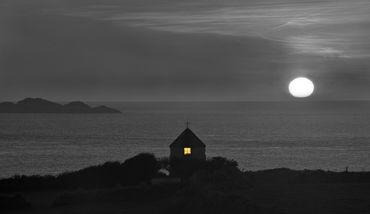 Dsc7587-st-justinians-church-moonrise