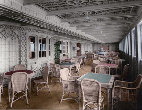 Exterior-parisien-of-titanic-color