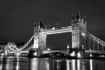 Tower-bridge-bnw-cr