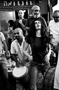 The girl dancing to music drums, Israel von yulia-dubovikova