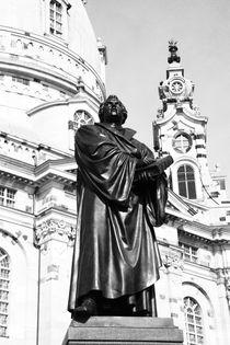 Martin Luther vor der Frauenkirche Dresden by Falko Follert