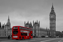 Red-bus-on-westminster-2-cr