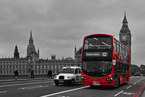 Red-bus-on-westminster-no-plates-cr