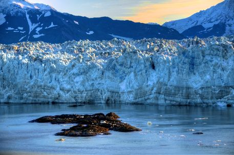 Sunrise-and-hubbard-glacier-rocks