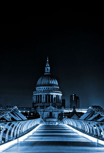 St Paul's cathedral in the blue by Sara Messenger