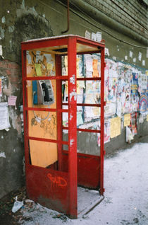 box of the thrown payphone von yulia-dubovikova