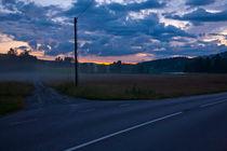 T-junction at midnight in Varmland, Sweden. von kbhsphoto