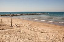 silent quiet beach , Israel von yulia-dubovikova
