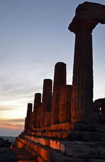 Sizilien, griechische Säulen in der Abenddämmerung von sandarine