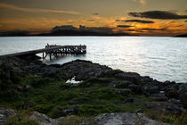Portencross sunset looking over to the Isle of Arran, Scotland von Paul messenger