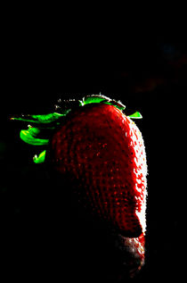 Strawberry by Florian Hartmann